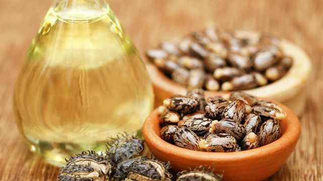 12 Castor Oil Beauty Benefits for Skin and Hair