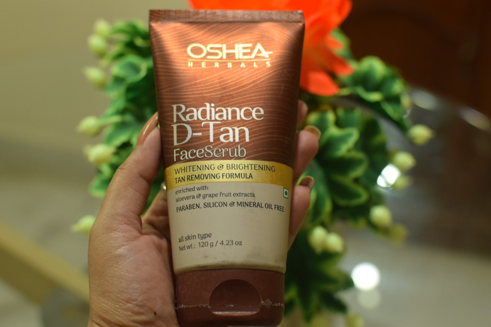 Oshea Herbals Radiance D-TAN Face Scrub Review